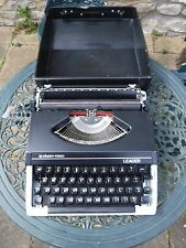 Vintage Silver-Reed Leader - Portable Typewriter with case. Working
