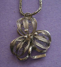 NC380) VINTAGE SILVER TONE FILIGREE FINE WIRE FLOWER PENDANT NECKLACE