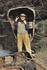 B100765 coracle man  craft types folklore  south wales
