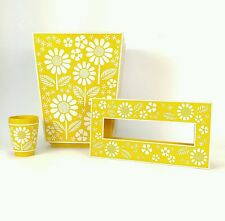 VTG 1960s Daisy Flower Bathroom Tissue Holder Waste Basket Cup Yellow White Set