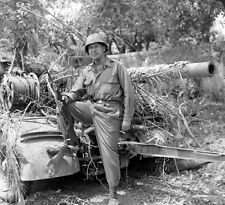 WW2 Photo WWII  US Army Officer with Abandoned German Artillery Italy   / 1411