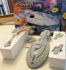 STAR TREK VOYAGER STARSHIP USS NCC-74656 MIB WORKING LIGHTS & NACELLES PLAYMATES