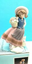 LLADRO # 5221 GIRL WITH FLOWERS SWEET SCENT NEW BOX, LINDA CON CESTA