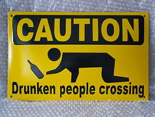 DRUNKEN PEOPLE CROSSING  Emailschild Emaille 40x25 cm besoffen betrunken party