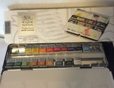 Winsor & Newton Professional WatercolouLightweight Sketchers box - 18 Half Pans