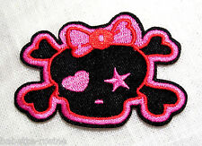 ÉCUSSON PATCH BRODÉ thermocollant - TÊTE de MORT FILLE NOEUD ROSE ** 5 x 7 cm **