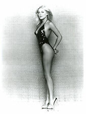 Lydia Cornell Leggy Too Close For Comfort 8x10 photo C4448