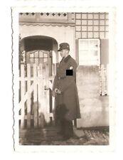 Altes Foto Bild Deutsches Reich 2. Weltkrieg RAD Mann vor Haus [246]