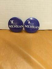 YES MICHIGAN TOURISM PINBACK BUTTON BADGE ADVERTISING MICHIGAN