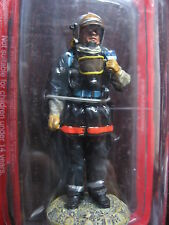FIGURINE DEL PRADO POMPIER TENUE DE FEU FRANCE 2002  FIRE FIGHTER