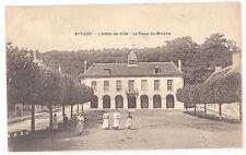 CPA 60 - ATTICHY (Oise) - L'Hôtel de Ville - La Place du marché (petite animatio