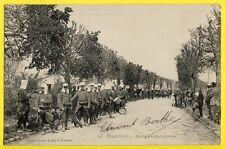 cpa SISSONNE en 1905 (Aisne) Régiment de MILITAIRES SAPEUR Halte avant l'arrivée