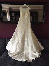 Unworn A-line lace wedding dress. (Not packham/Ian Stuart/essence of Australia)