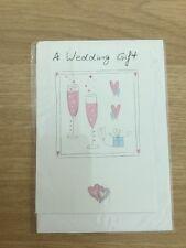 Una tarjeta de felicitación de la tarjeta de regalo de bodas con detalles champagne