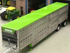 1/64 DCP WILSON SPREAD AXLE CATTLE TRAILER W/ LIME GREEN ROOF