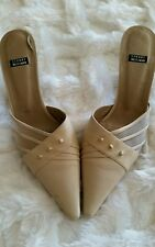 VINTAGE Stewart Weitzman Beige  Shoes Size 9 very good condition. Classy shoe