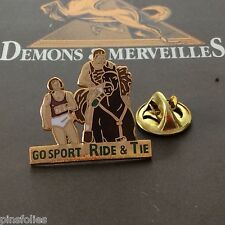 Pin's Folies *** Demons et Merveilles  Cheval Go Sport ride and tie