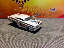 MUSCLE MACHINES 1962 PONTIAC CATALINA  LIMITED EDITION 1:64 DIECAST 62 PONTIAC