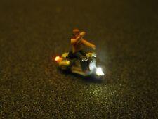 F65-n scooters con iluminación LED Roller con personaje hombre despidiéndose 1:160
