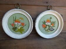 VTG MID-CENTURY ROUND PICTURE FRAMES/ MUSHROOM & FROG EMBROIDERED PRINTS/ PAIR