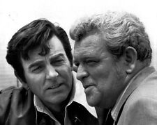 MIKE CONNORS AND GUEST STAR EDDIE EGAN IN 'MANNIX' 8X10 PUBLICITY PHOTO (AB-016)