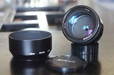 Objectif Nikon AF Nikkor 85mm 1:1.8 + Pare Soleil Nikon HN-23