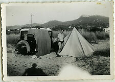 PHOTO ANCIENNE - VINTAGE SNAPSHOT - VOITURE AUTOMOBILE CAMPING TENTE OMBRE - CAR