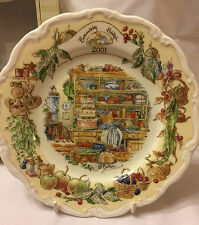 ROYAL DOULTON - BRAMBLY HEDGE 2001 YEAR PLATE Mint condition BOX & PLATE HANGER
