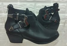 JUST FAB LADIES BLACK FAUX LEATHER BOOTIES W/METAL HARDWARE SZ: 6