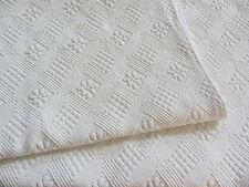 Jolie couverture ancienne en piqué de coton gaufré Linge ancien Réf 11663