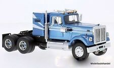 White Road Boss 1977 metallic-hellblau/weiss 1:43 NEO 45776