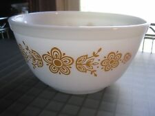 Vintage PYREX BUTTERFLY GOLD 402 Mixing Bowl 1-1/2 QT Nesting Bowl Gold on White