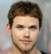 Kellan Lutz UNSIGNED photo - 9152 - Twilight, The Legend of Hercules & Immortals