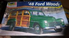 REVELL #85-2540 1948 FORD WOODY STATION WAGON 1/25 Model Car Mountain KIT fs