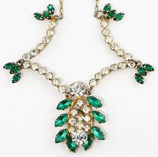 VINTAGE RHINESTONE COSTUME NECKLACE IN GOLD TONE METAL - GREEN RHINESTONES - 40s