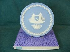 Wedgwood Jasperware 1975 Christmas Plate Tower Bridge with Box
