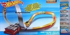 NEW Hot Wheels Figure 8 Raceway With 6 Cars