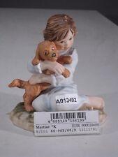 +# A013492 Goebel Archivmuster Martine-Figur 66-965/60 Mädchen kuschelt mit Hund