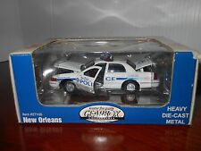 NEW 1:43 GEARBOX COLLECTIBLE CROWN VICTORIA POLICE INTERCEPTOR 1999 NEW ORLEANS