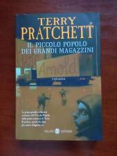 LIBRO FANTASY IL PICCOLO POPOLO DEI GRANDI MAGAZZINI TERRY PRATCHETT ROMANZO