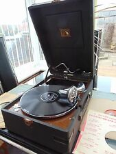 VINTAGE HMV MODEL 102 PORTABLE PICNIC GRAMOPHONE & 5 RECORDS WORKING SEE VIDEO