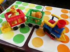 VINTAGE FISHER PRICE CIRCUS TRAIN ( train cirque) ex condition + 2 animals