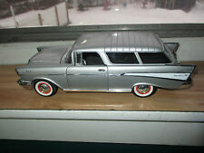 1/18 Road Signature, 1957 Chevy Nomad Station Wagon,  LOOK!