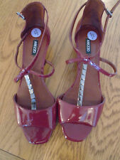 BNWOT ladies burgundy patent strappy shoes / sandals. Small heel. Size 6. Arezzo