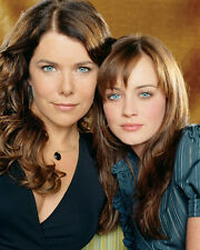 Lauren Graham & Alexis Bledel (22237) 8x10 Photo