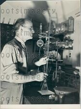1941 Dr Robert R Williams Producing Synthetic Vitamin B1 in His Lab Press Photo