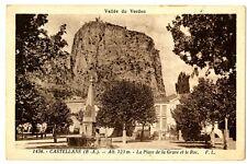 CPA 04 Alpes de Haute-Provence Castellane La place de la grave et le Roc