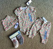 Baby Girl 0-3 Month Baby Gap Floral Bodysuit Pants Hat & 4 Pack Sock Outfit