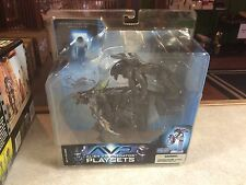 2005 McFarlane Movie AVP Figure Playset MOC - Alien Attacks Predator