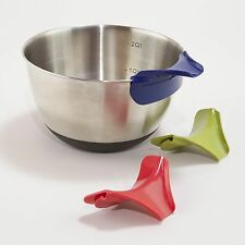 Silicone Slip-on Pour Spout - Kitchen Pot Pan Pouring Utensil